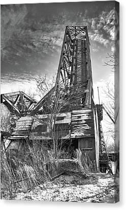 Buffalo Bridges 10624b Canvas Print by Guy Whiteley