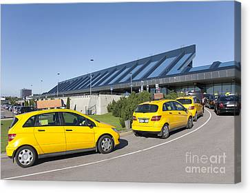 Cars Lining Up For Pickup At The Airport Canvas Print by Jaak Nilson
