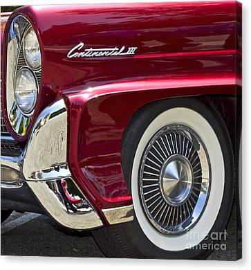 Continental IIi Canvas Print by Gwyn Newcombe