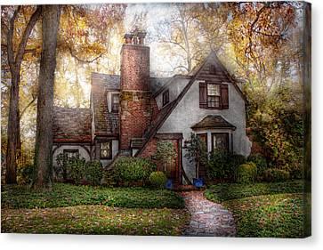 Cottage - Westfield Nj - Grandma Ridinghoods House Canvas Print by Mike Savad