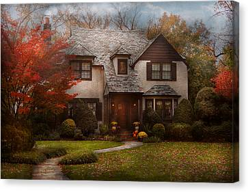 Cottage - Westfield Nj - The Country Life Canvas Print by Mike Savad