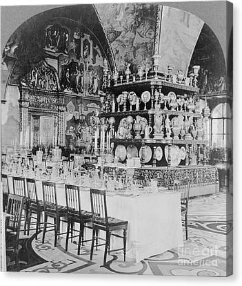 Czars Dining Hall In The Kremlin, 1919 Canvas Print by Photo Researchers