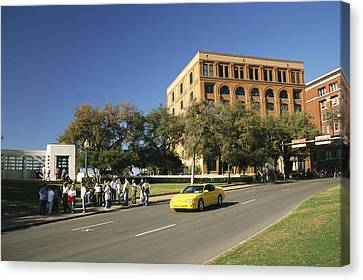 Dealey Plaza, Book Depository And Site Canvas Print by Richard Nowitz