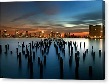 Evening Sky Over The Hudson River Canvas Print by Larry Marshall