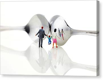 Family In Front Of Spoon Distoring Mirrors II Canvas Print by Paul Ge