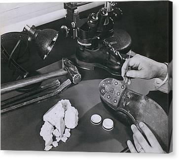 Fbi Forensic Science. A Technician Canvas Print by Everett