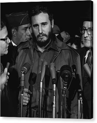Fidel Castro Arrives Mats Terminal Canvas Print by Everett