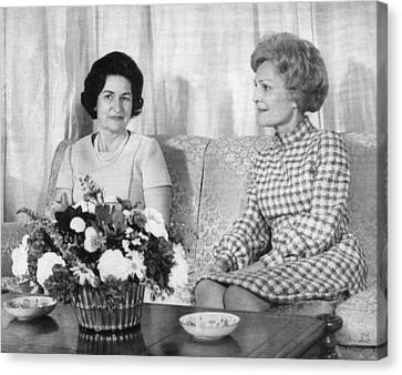 First Lady Lady Bird Johnson Meets Canvas Print by Everett
