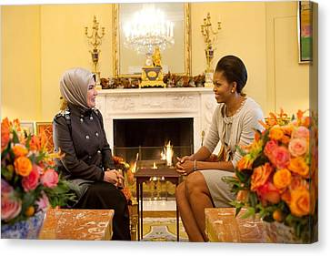 First Lady Michelle Obama Meets Canvas Print by Everett