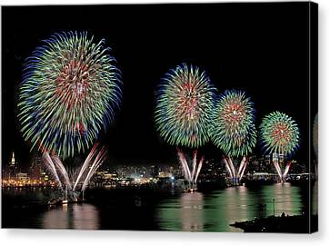 Fourt Of July In Nyc Canvas Print by Susan Candelario