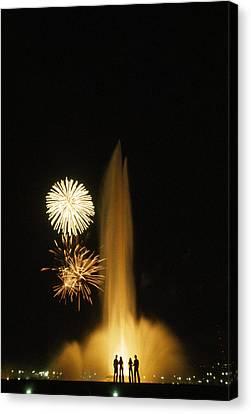 Fourth Of July Fireworks Canvas Print by Lynn Johnson