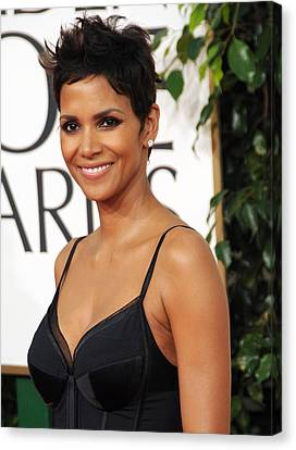Halle Berry At Arrivals For The Canvas Print by Everett
