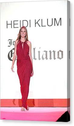 Heidi Klum In Attendance For The Heart Canvas Print by Everett