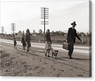 Homeless Migrant Family Of Seven Canvas Print by Everett
