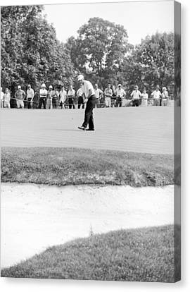 Jack Nicklaus Drops Putt At 1964 Us Open At Congressional Country Club Canvas Print by Jan W Faul