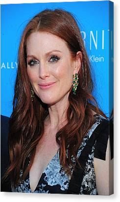 Julianne Moore At Arrivals For The Kids Canvas Print by Everett