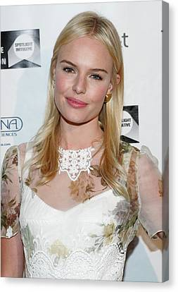 Kate Bosworth Wearing A Dolce & Gabbana Canvas Print by Everett