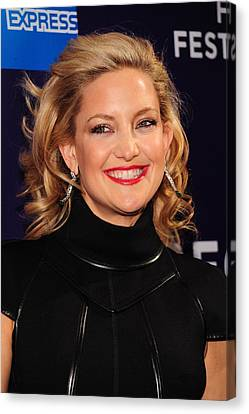 Kate Hudson At Arrivals For 2010 Canvas Print by Everett