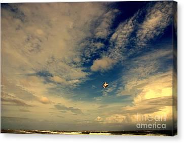 Kite At Folly Beach Near Charleston Sc Canvas Print by Susanne Van Hulst