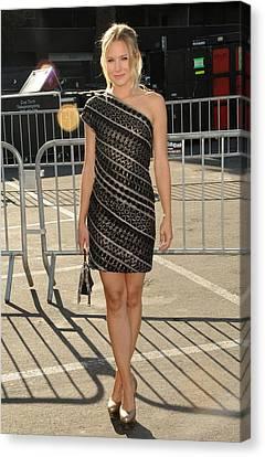 Kristen Bell Wearing An Etro Dress Canvas Print by Everett