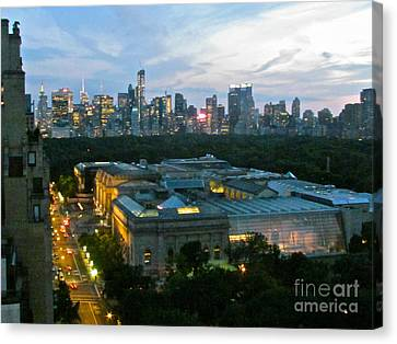 Looking South Nyc Canvas Print by Randi Shenkman