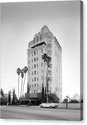Los Angeles, Sunset Tower Apartments Canvas Print by Everett