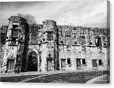Mar's Wark In The Historic Old Town Of Stirling Scotland Uk Canvas Print by Joe Fox