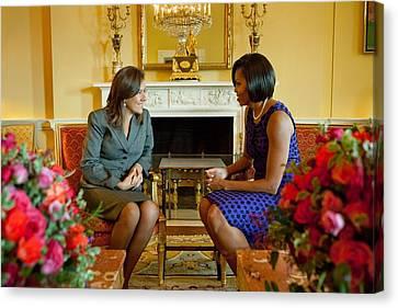 Michelle Obama Greets Mrs. Margarita Canvas Print by Everett