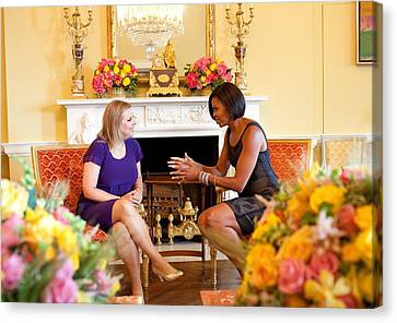 Michelle Obama Has Tea With Sara Canvas Print by Everett