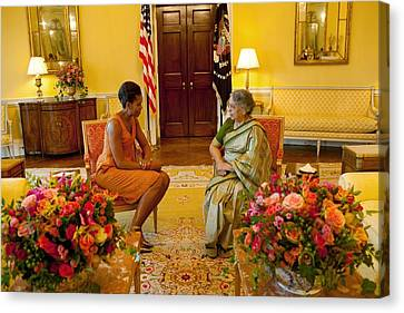 Michelle Obama Meets With Mrs Canvas Print by Everett