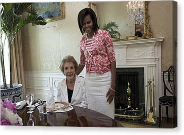 Michelle Obama Visits With Former First Canvas Print by Everett