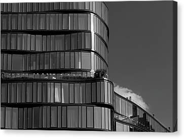 Modern Building Chelsea Nyc Canvas Print by Robert Ullmann