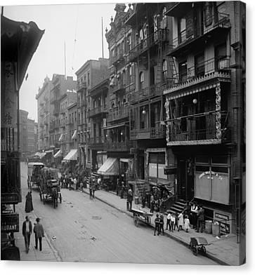 Mott Street In New York Citys Chinatown Canvas Print by Everett