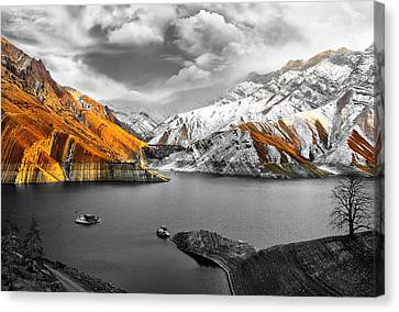 Mountains In The Valley 2 Canvas Print by Sumit Mehndiratta