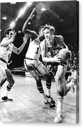 Ny Knicks Dave Debusschere Canvas Print by Everett