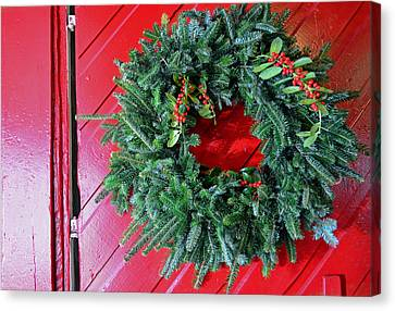 Old Mill Of Guilford Door Wreath Canvas Print by Sandi OReilly