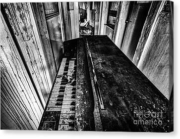 Old Piano Organ Canvas Print by John Farnan