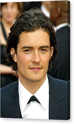 Orlando Bloom At Arrivals For 77th Canvas Print by Everett