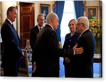 Palestinian-israeli Talks At The White Canvas Print by Everett