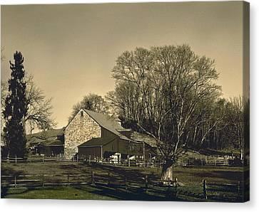 Pennsylvania Barn At Sunset Canvas Print by Gordon Beck