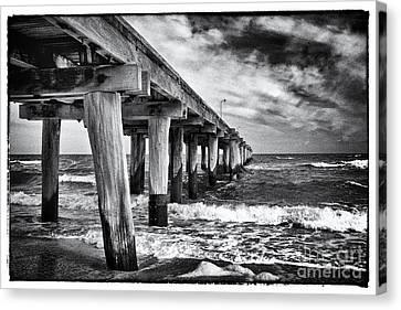 Pier To The Horizon - Black And White Canvas Print by Hideaki Sakurai