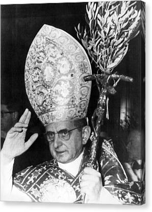 Pope Paul Vi, Blessing Crowd In St Canvas Print by Everett