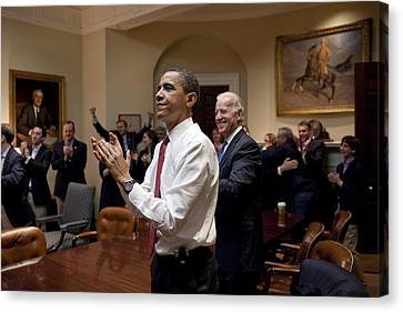 President Obama And Vp Biden Applaud Canvas Print by Everett