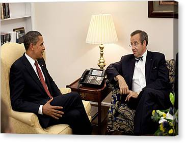President Obama Meets With Estonian Canvas Print by Everett
