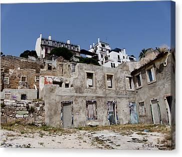 Ruina Canvas Print by Luis oscar Sanchez