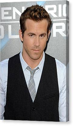 Ryan Reynolds At Arrivals For L.a Canvas Print by Everett