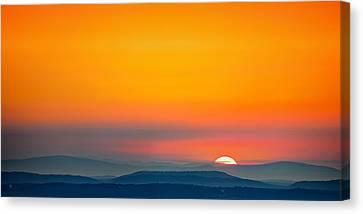 Smokie Sunrise Canvas Print by Steven Llorca