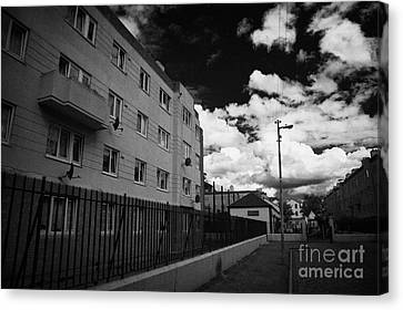 Social Housing Development Pearse House In Dublins Lower Sandwith Street Inner City Dublin Canvas Print by Joe Fox