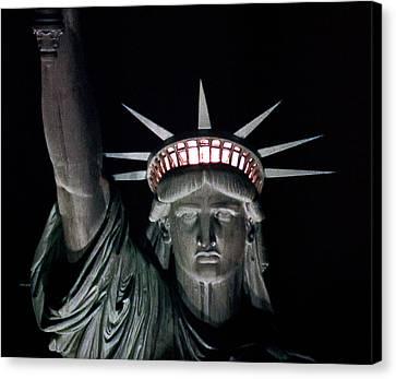 Statue Of Liberty Canvas Print by David Pringle