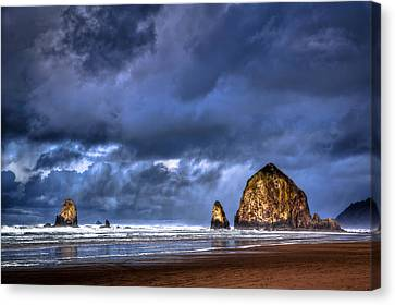 Stormy Clouds In Cannon Beach Canvas Print by Niels Nielsen